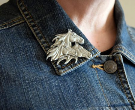 horses pin pewter